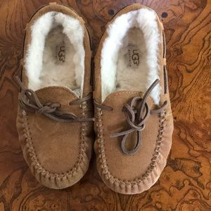 Uggs Girls size 2 EUC lined Moccasins tan